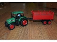 Traktor z przyczepą 44930