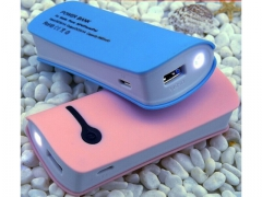 Power bank 5600 Mah + latarka